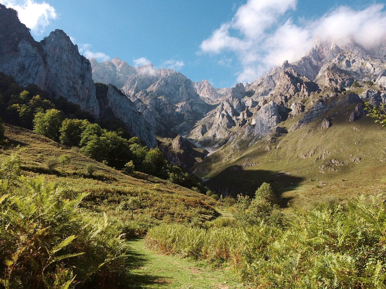 Top 10 Cele mai usoare trasee montane din Romania